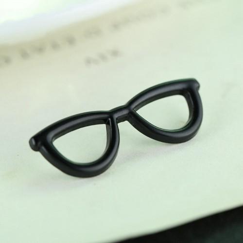 Brosa pin ochelari negri