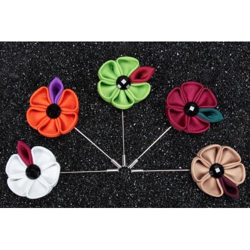 Brosa floare cu petale
