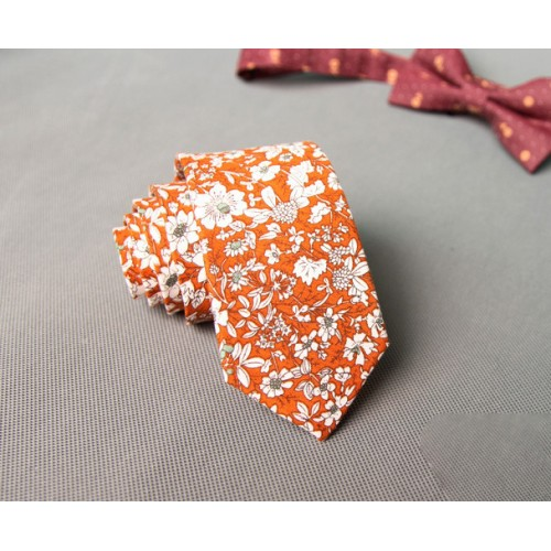 Cravata colorata cu floricele